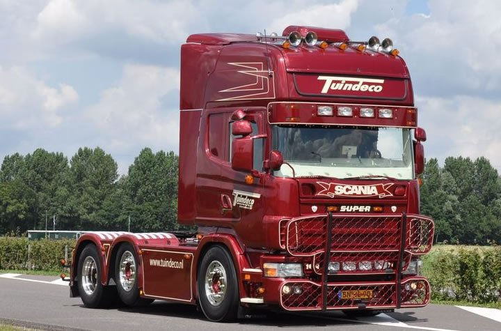 Delivery of Log cabins is via an articulated lorry