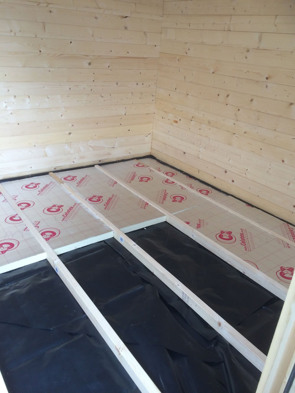 Tuin emma corner log cabin review tuin tuindeco blog for Floor joist insulation