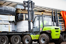 Moving a Tuin log cabin with a forklift