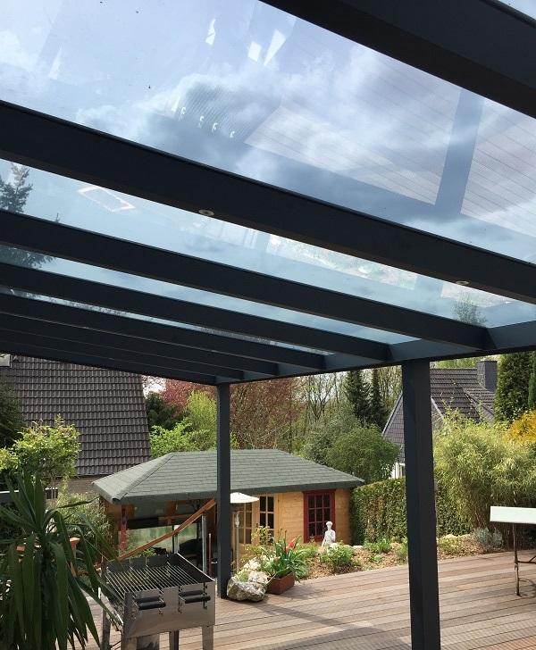 Glass veranda in anthracite