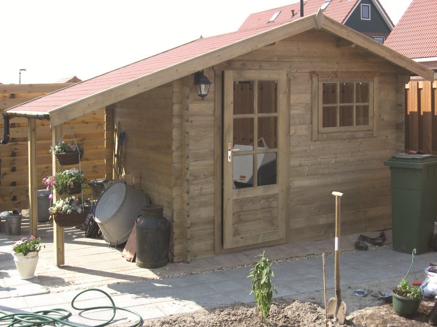 Lars Log Cabin with side porch