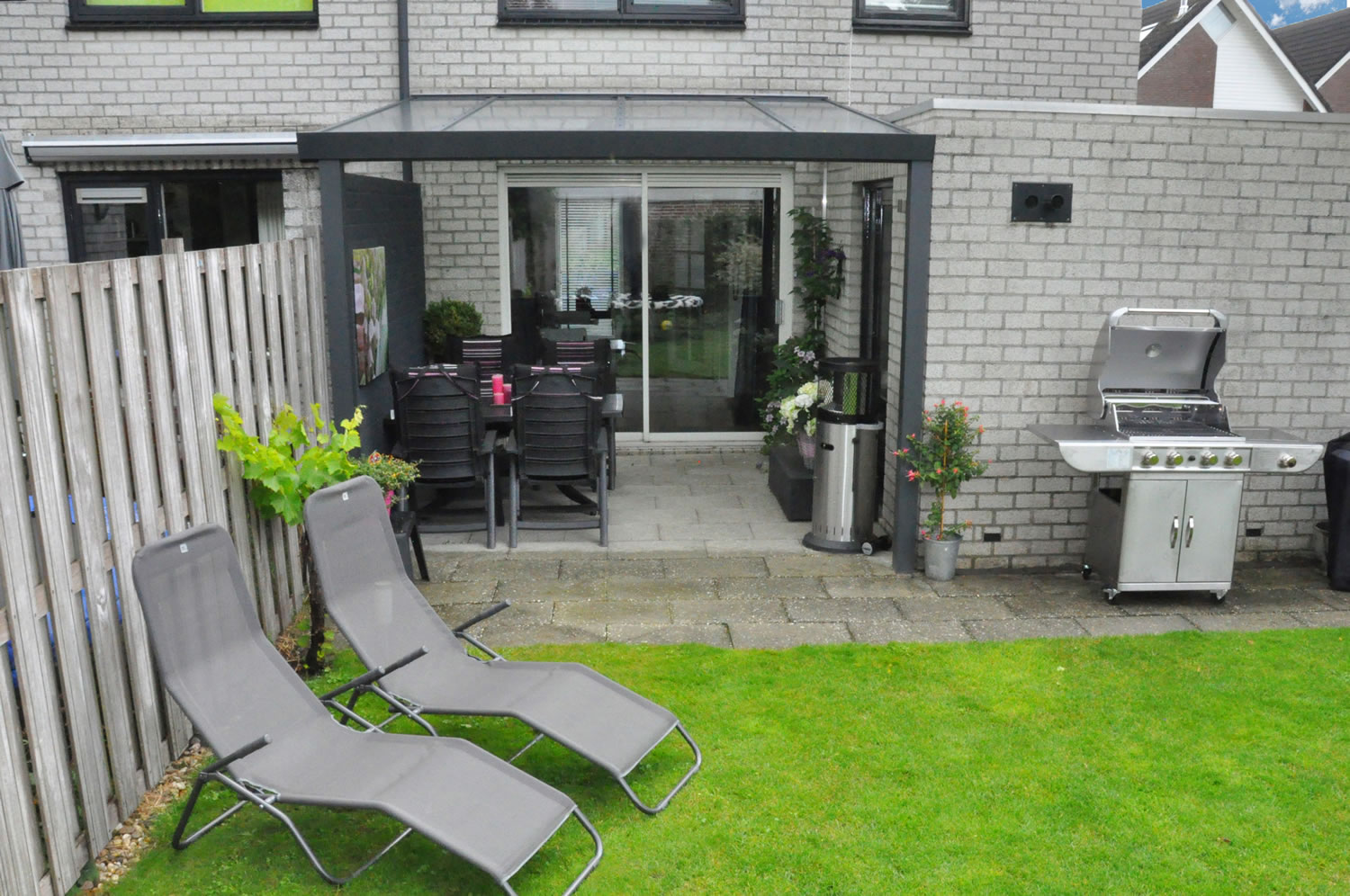 Glass veranda fitted besides a extension