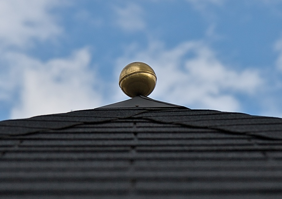Metal finial for square roofs with optional brass ball