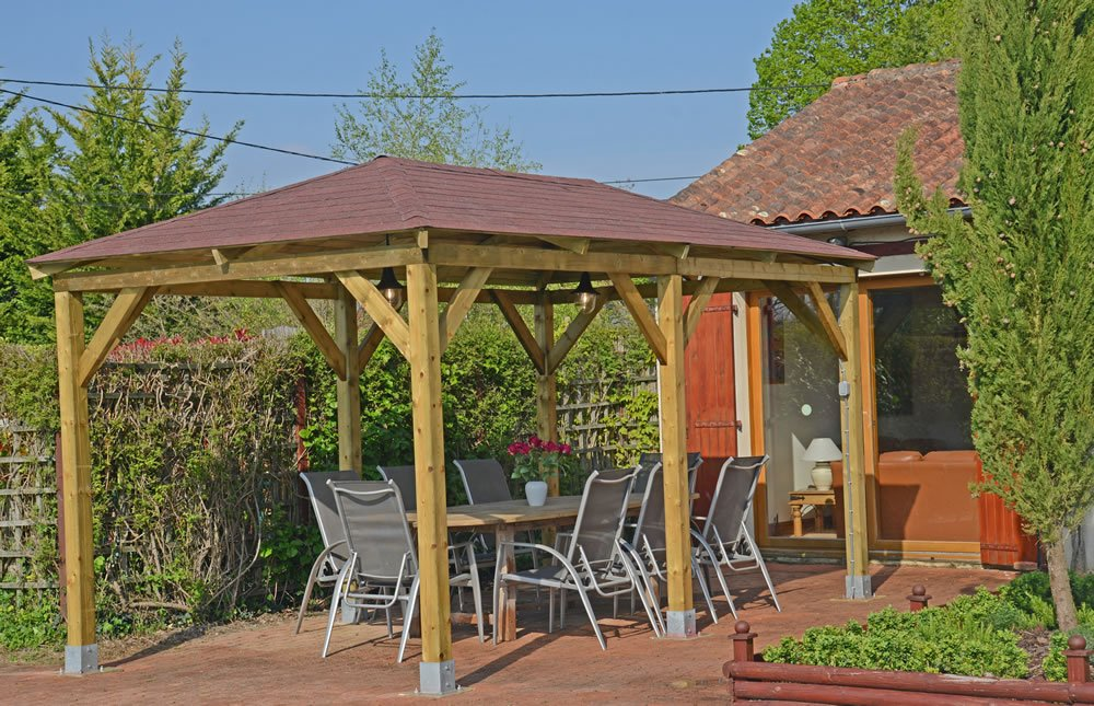Grande open gazebo dining area