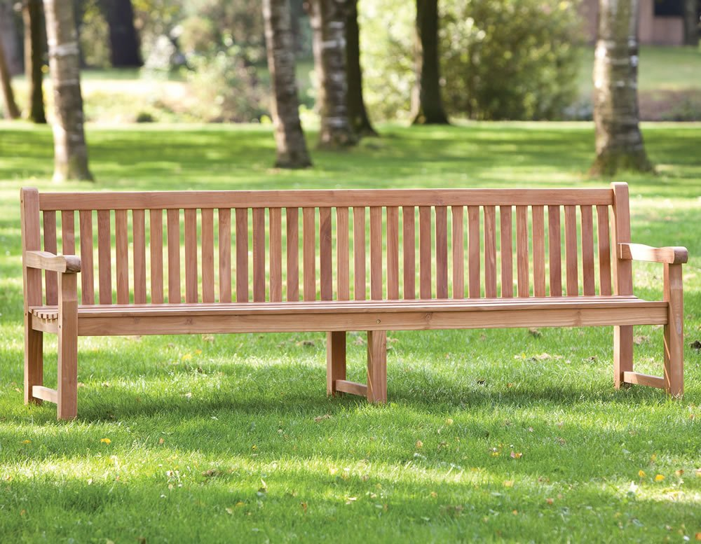 Heavy duty park bench with central support