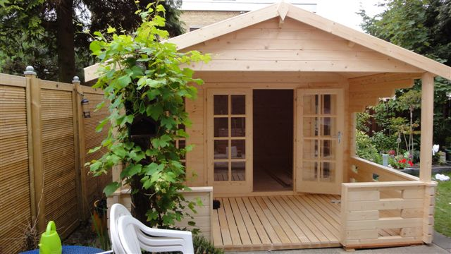 Hedvig log cabin with a front veranda