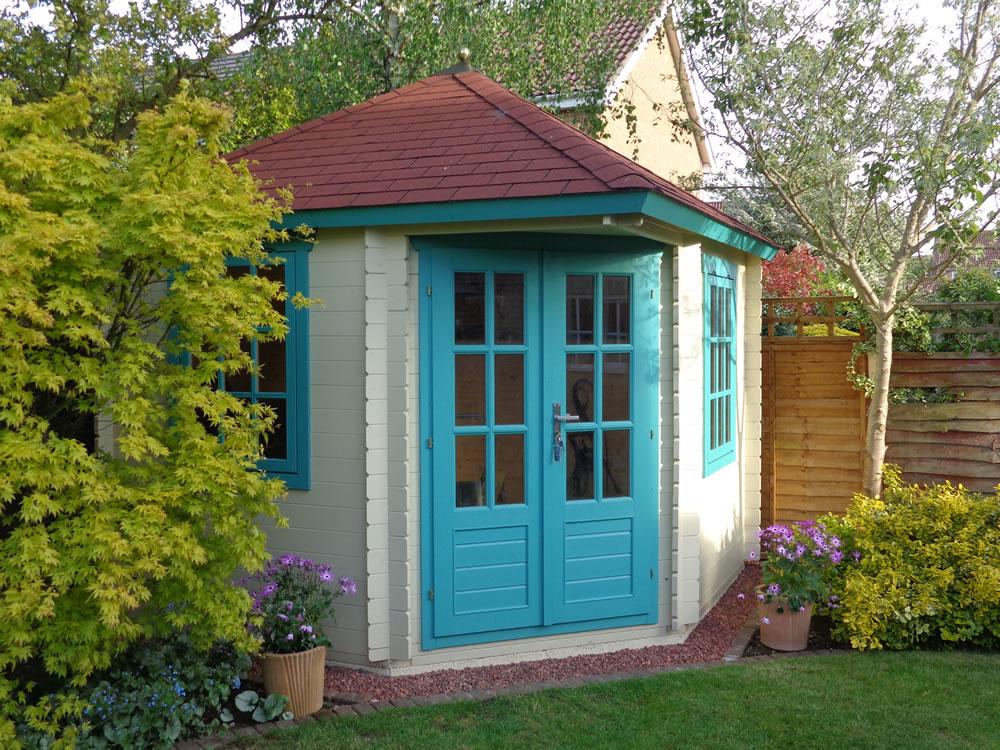 Ingrid corner cabin