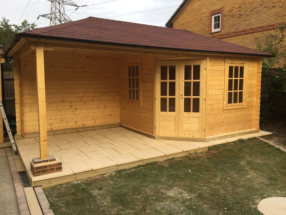 Jannie log cabin with side canopy