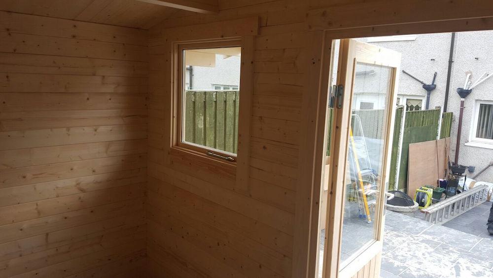 Inside the Karen 40mm log cabin