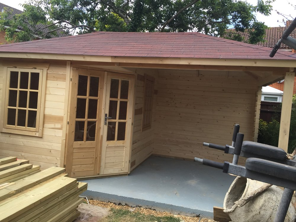 kennet log cabin with canopy