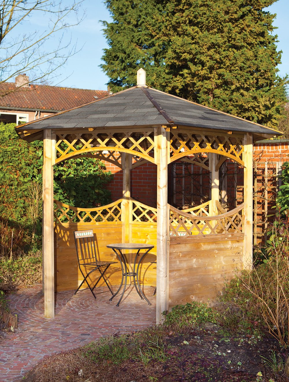 Curved lattice gazebo