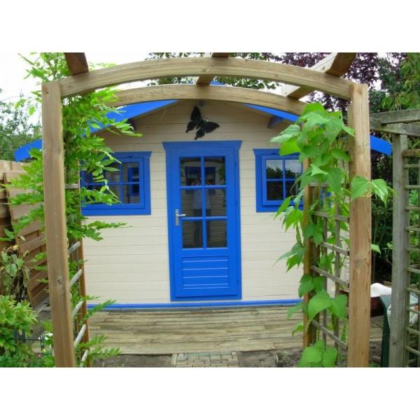 Mika log cabin
