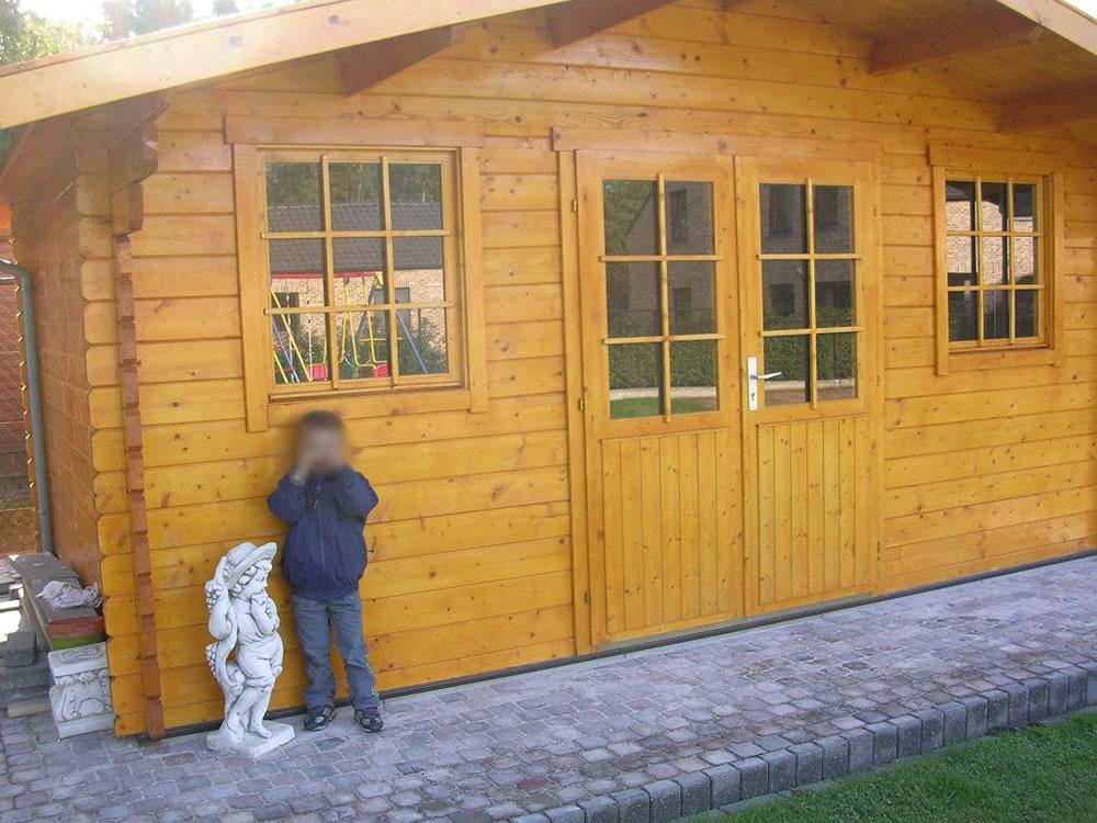 Rome log cabin