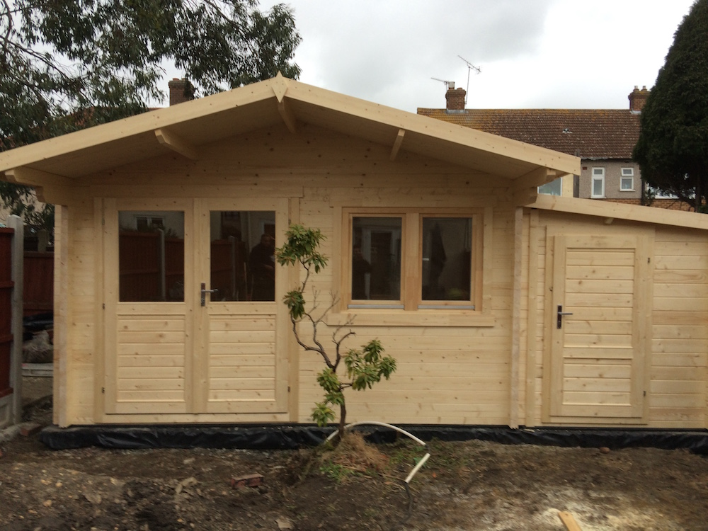Rorick log cabin with an extra 45mm annexe to the side