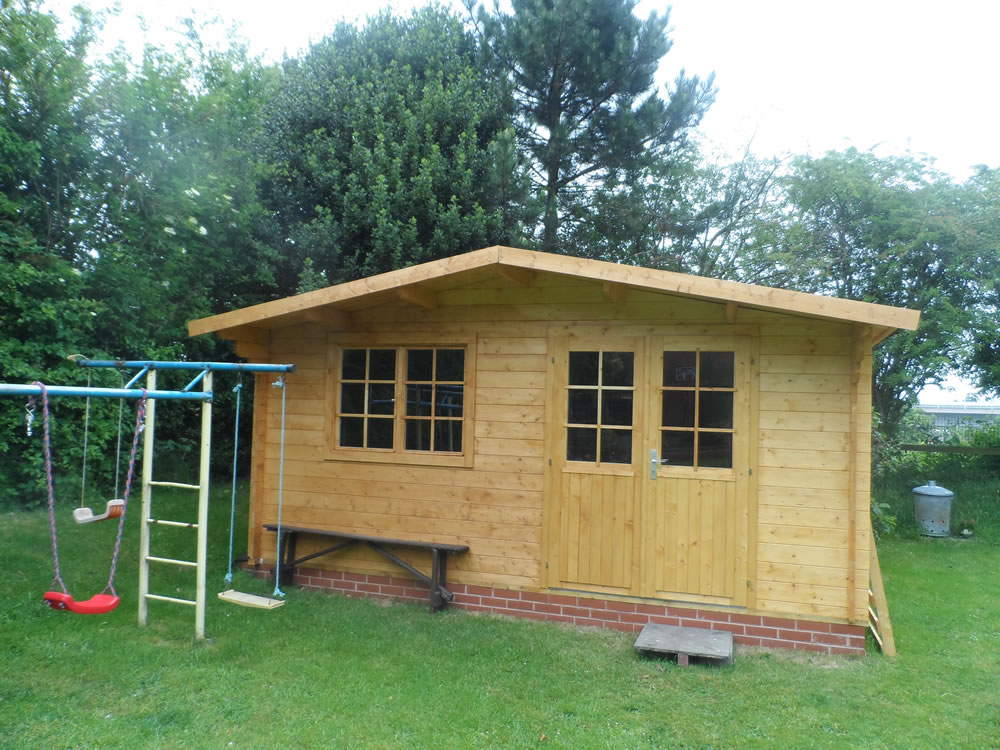 Rose log cabin