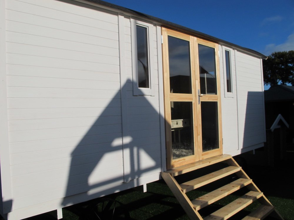 Shepherd hut with the doors on one side