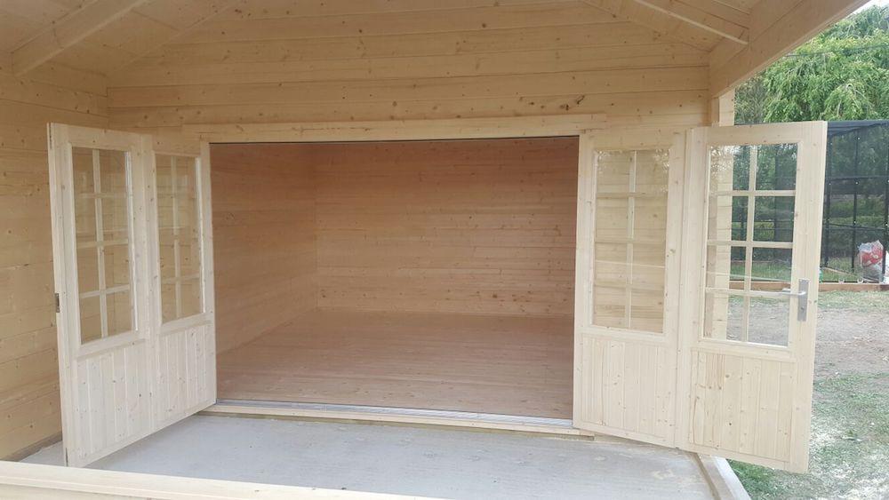Sibella log cabin has bi-folding doors